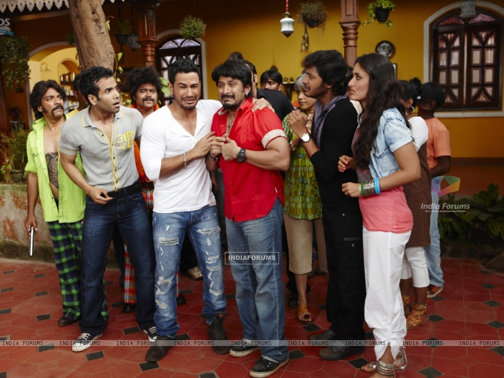 Still from the movie Golmaal 3 (97380) size:1024x768