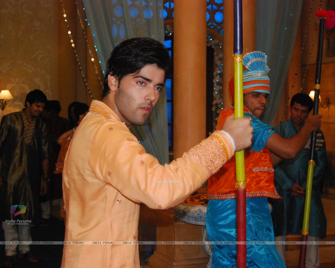 Kinshuk as Viren doing bhangra in Chand Chupa Badal Mein (105400) size:1280x1024
