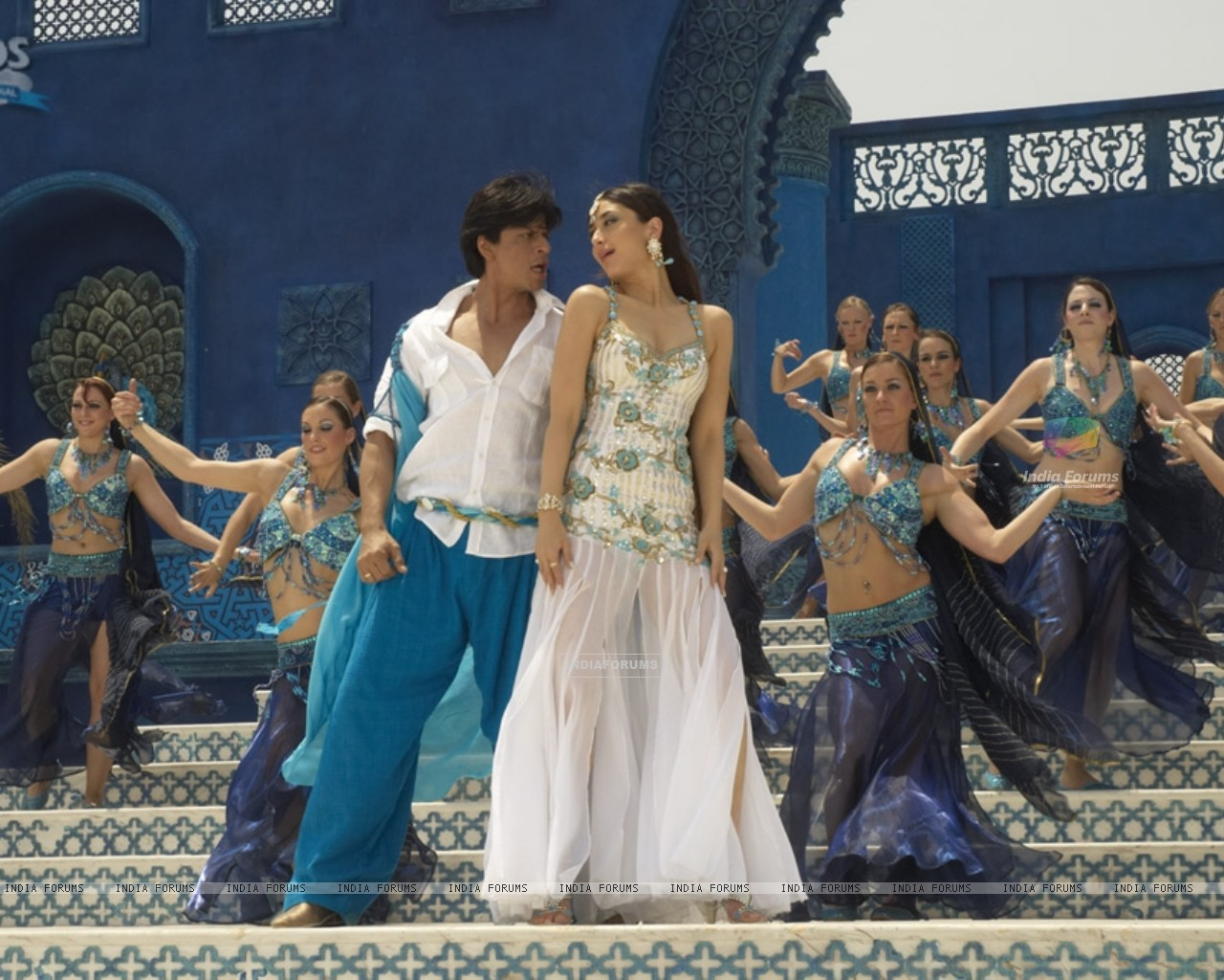 Shahrukh and Kareena in marjani song (11097) size:1280x1024