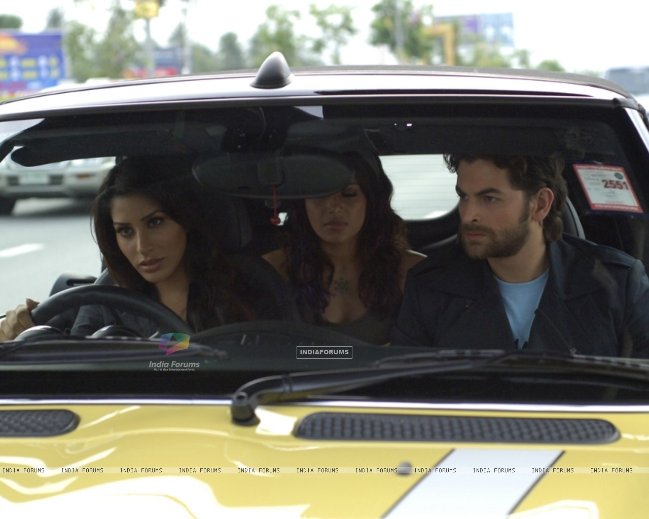 Neil,Bipasha and Sophie sitting on a taxi (11168) size:1280x1024