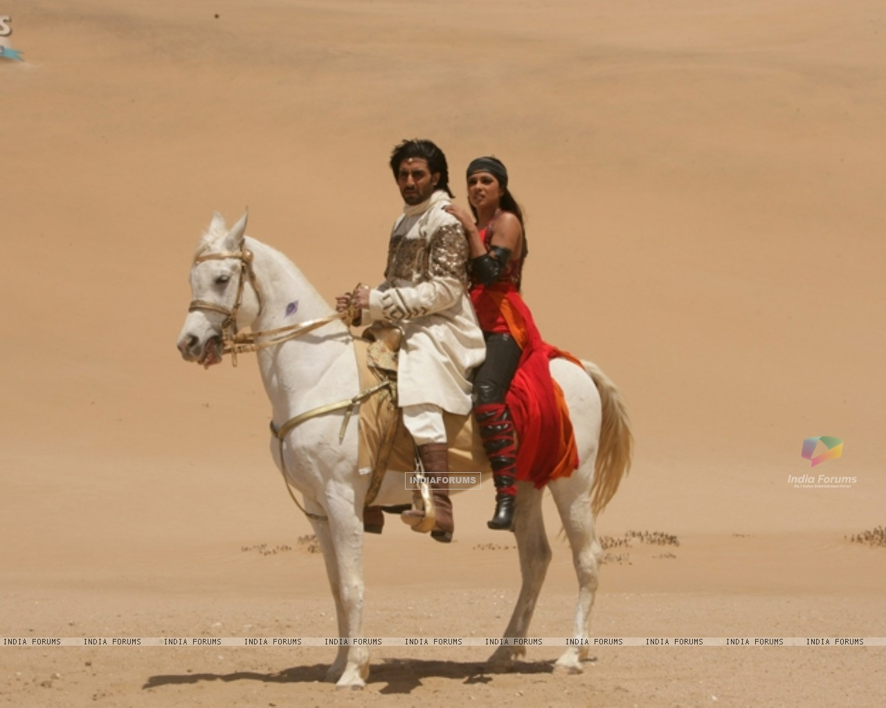 Abhishek and Priyanka sitting on a horse (11321) size:1280x1024