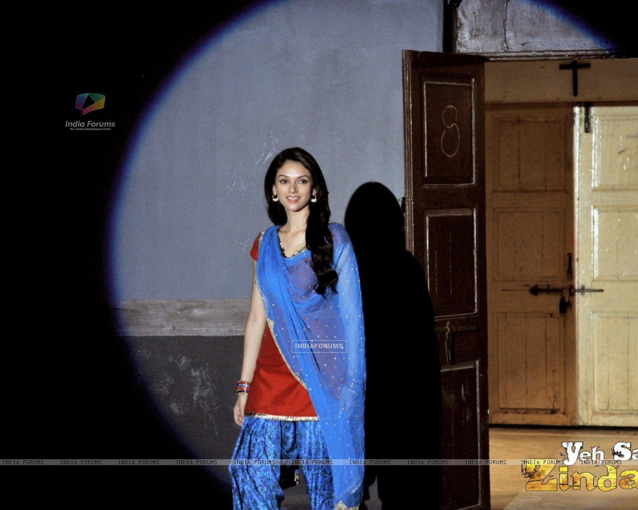Aditi Rao Hydari in the movie Yeh Saali Zindagi (116137) size:1280x1024