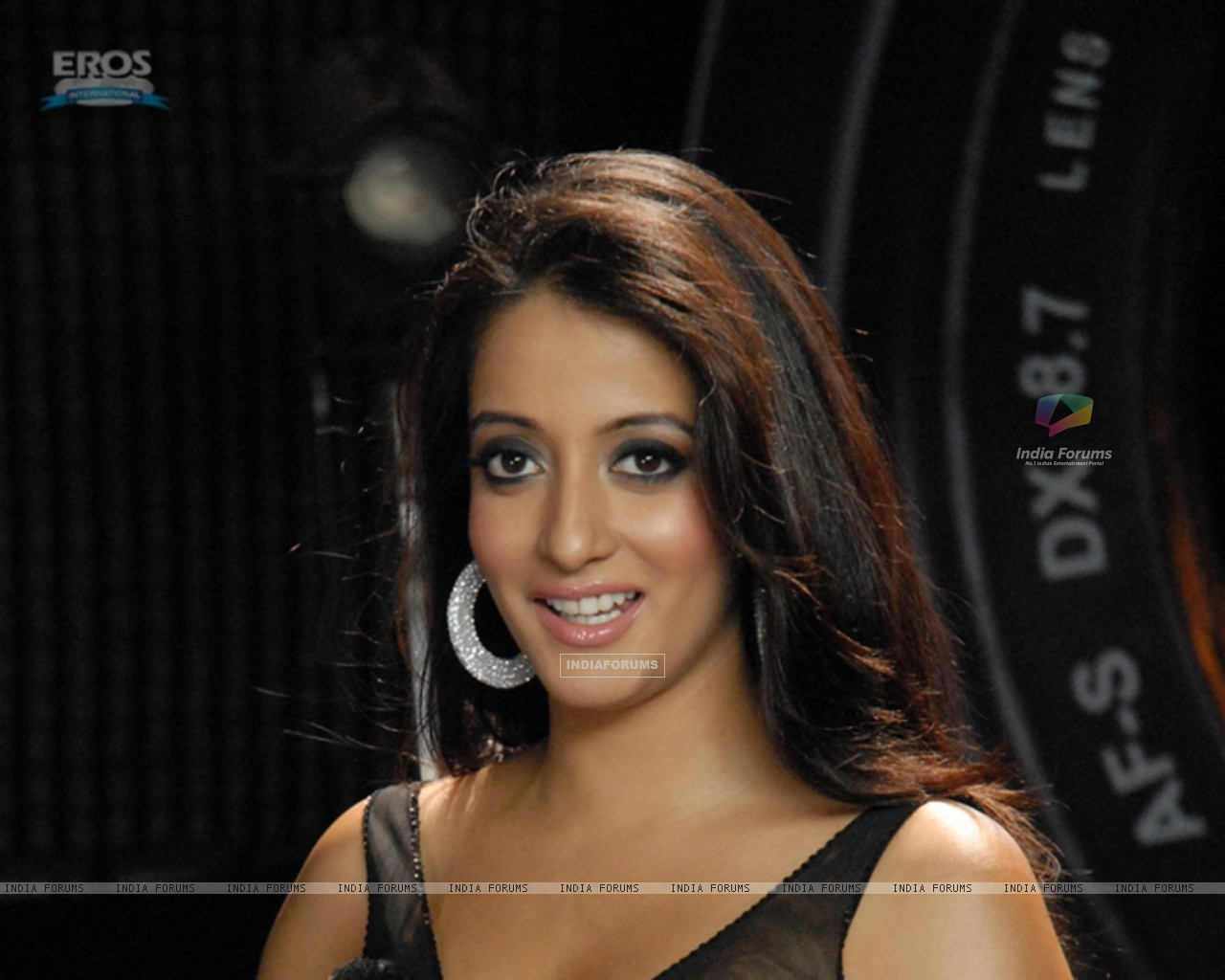 Raima Sen looking hot (11648) size:1280x1024