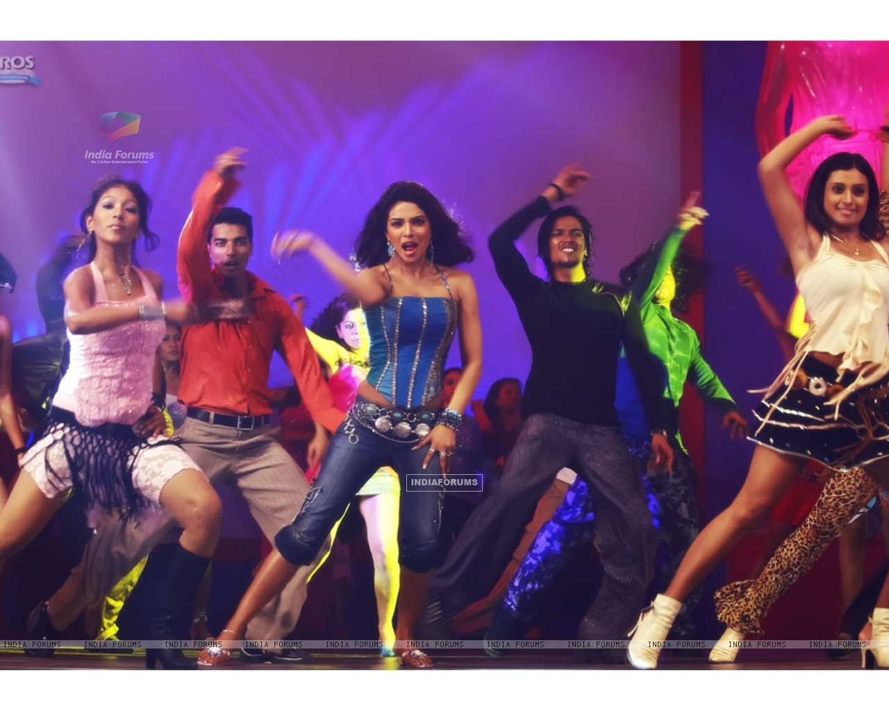 Priyanka Chopra rock the floor (11835) size:1280x1024