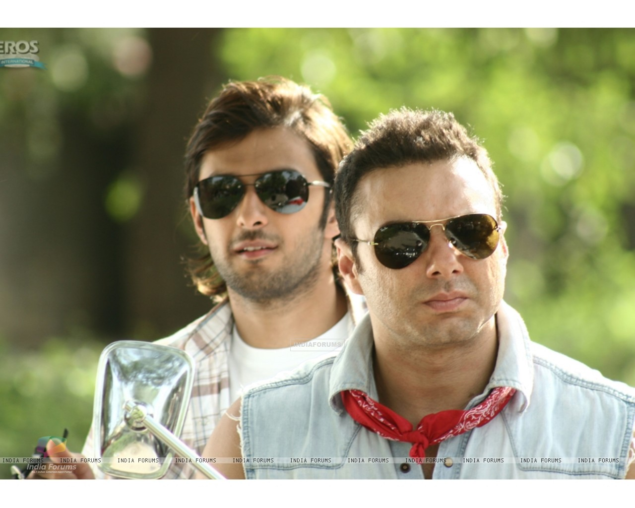 Sohail and Vatsal wearing black goggles (11946) size:1280x1024
