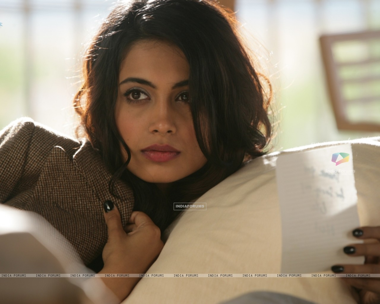 Still image of Sarah Jane Dias as Maya (122525) size:1280x1024
