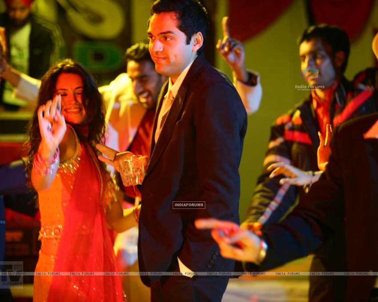 Abhay Deol and Parakh Madan dancing (12490) size:1280x1024