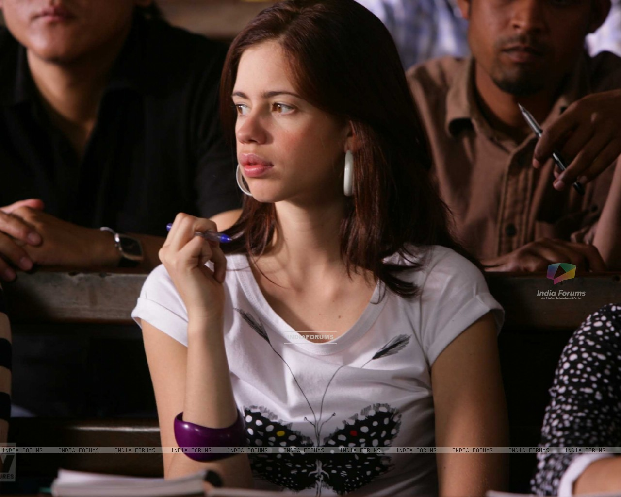 Kalki Koechlin thinking deeply (12521) size:1280x1024
