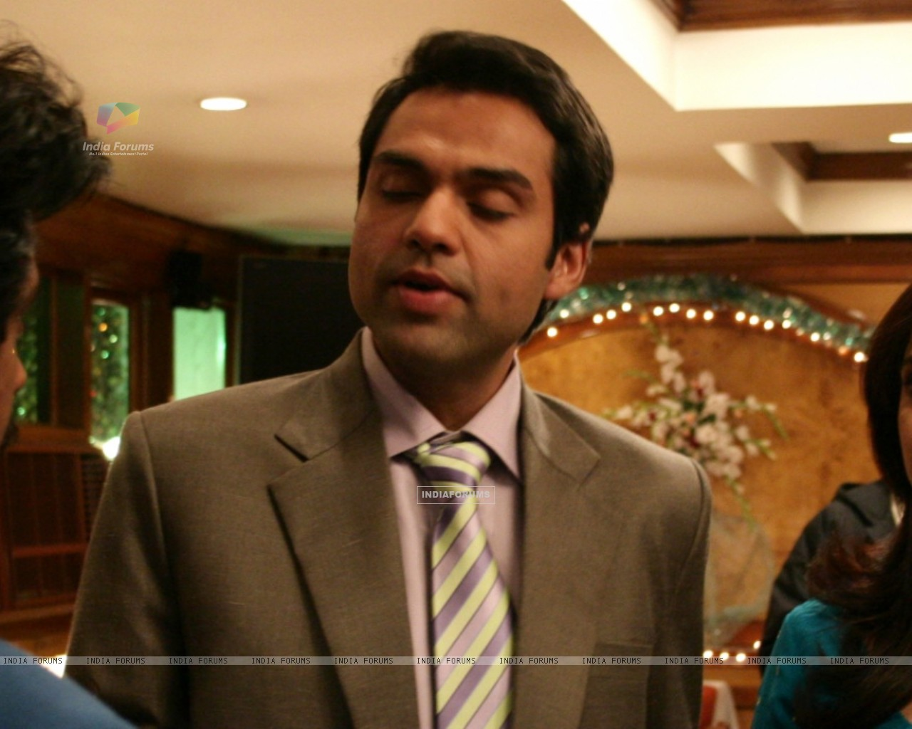 Abhay Deol and Neetu Chandra talking to a man (12643) size:1280x1024