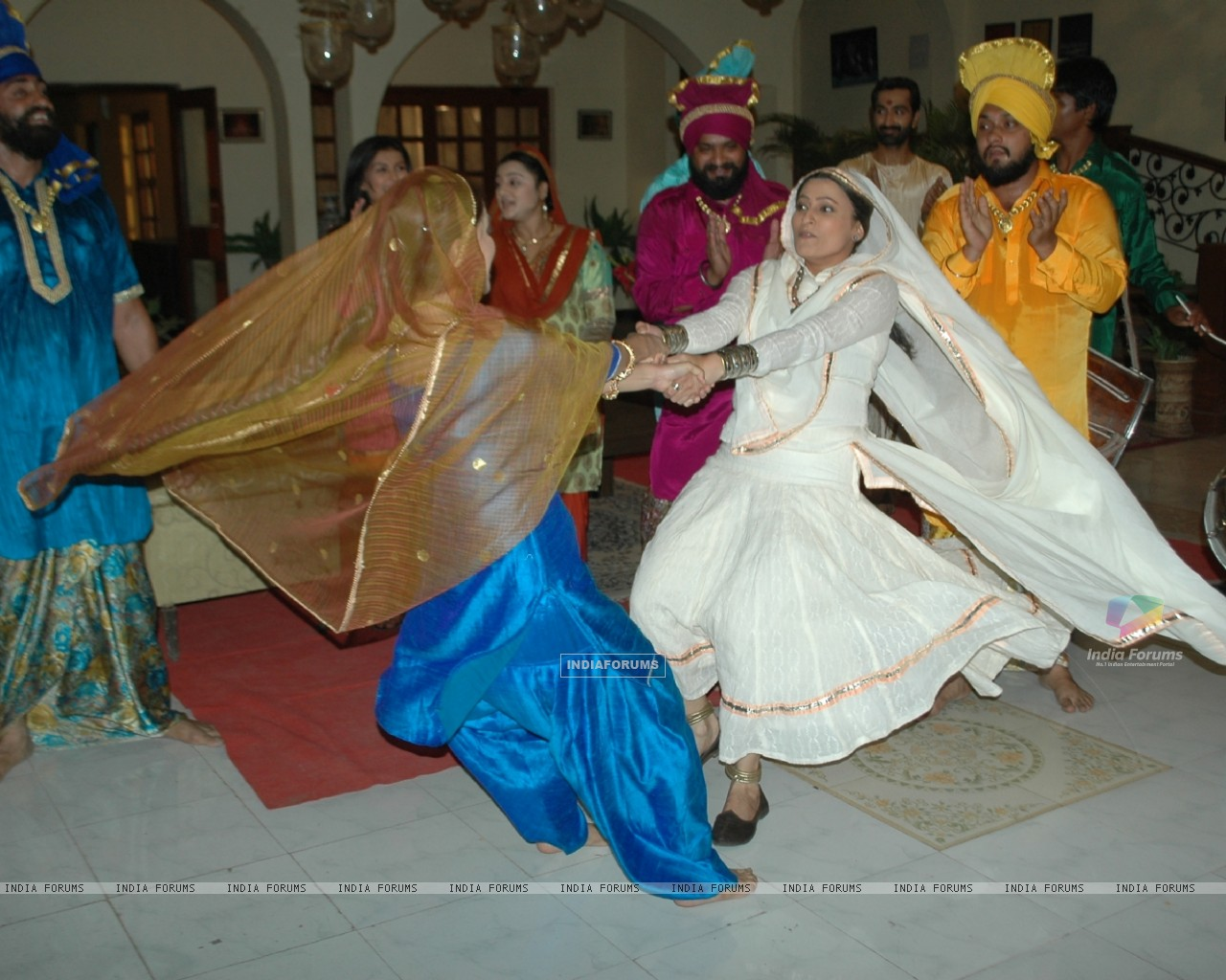 Baisakhi celebration on the sets of Na Aana Is Desh Laado (130060) size:1280x1024