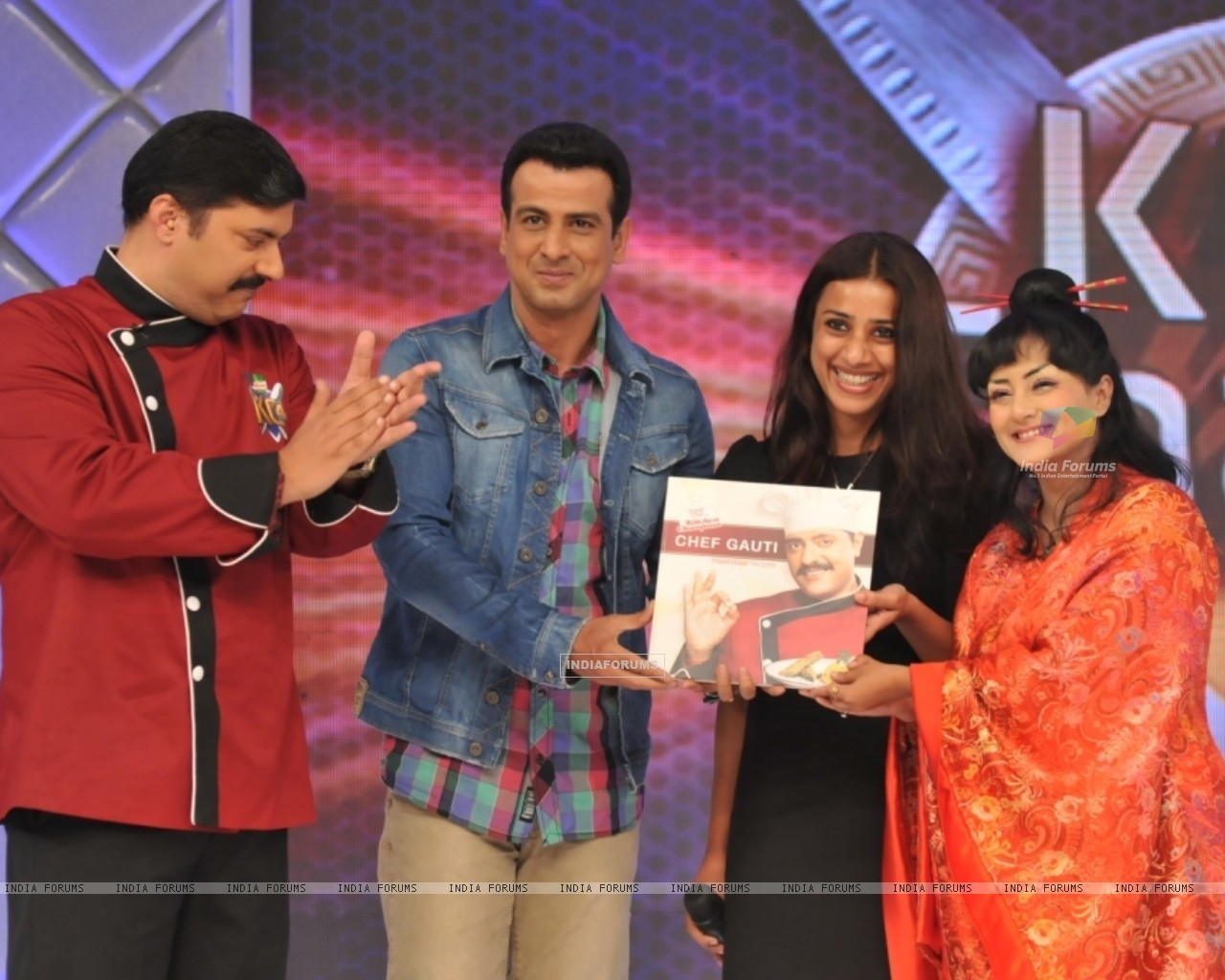 Chef Gauti, Ronit Roy, Ashvini Yardi and Smita Singh at the Kitchen Champion book launch (135168) size:1280x1024