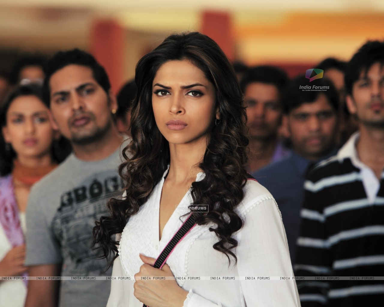Deepika Padukone in the movie Aarakshan (147073) size:1280x1024