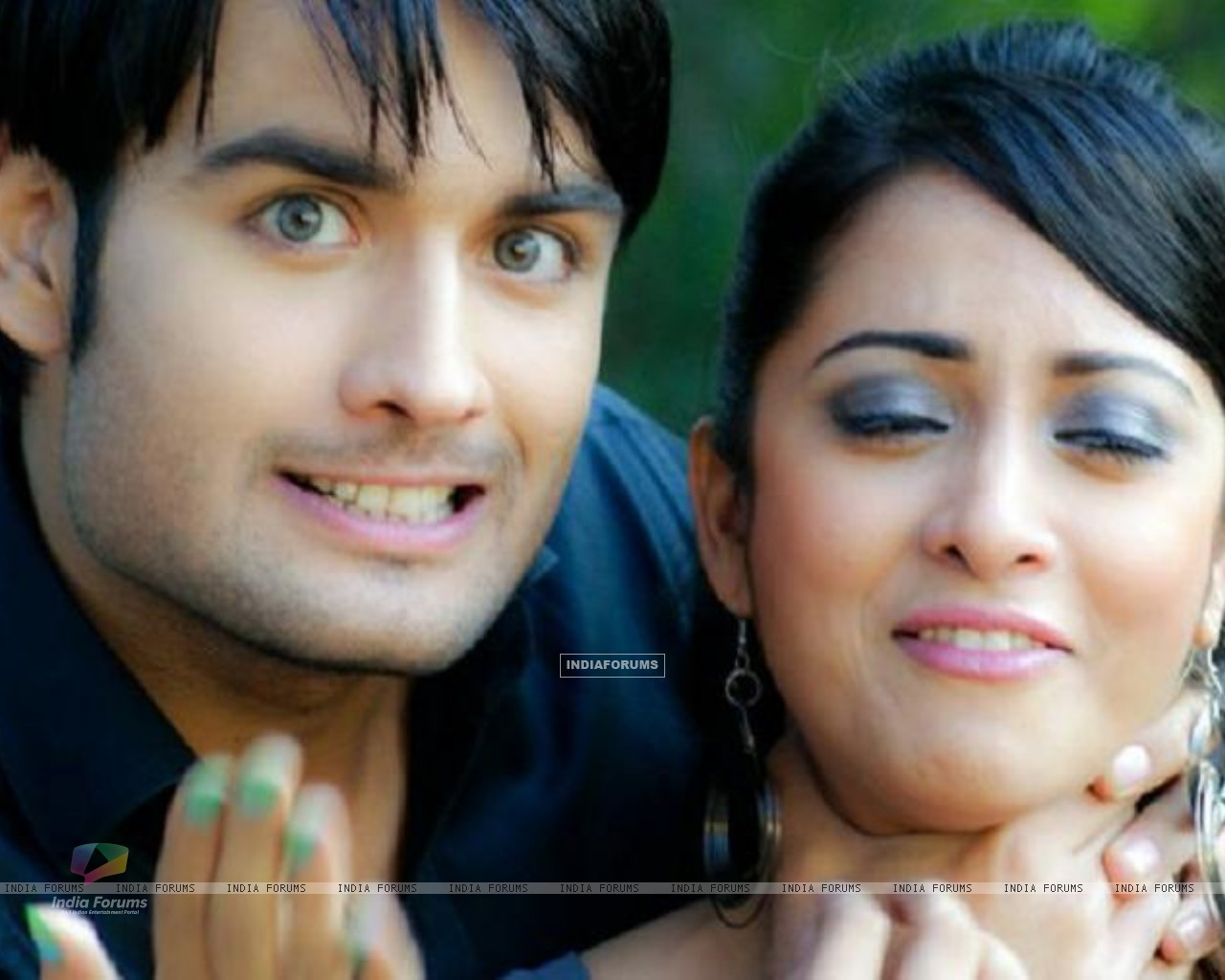 Vivian and Madhura Naik (148659) size:1280x1024