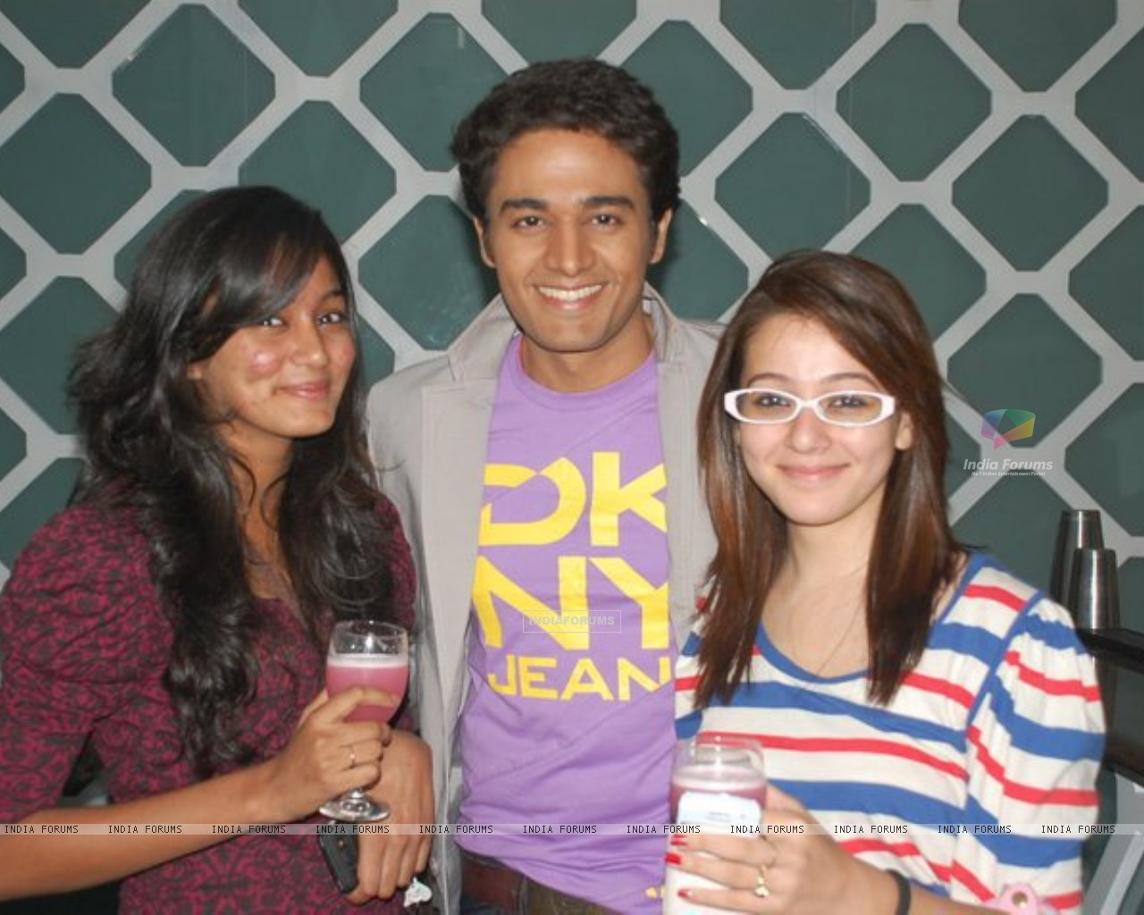 Gaurav Khanna with Priyal Gor on his b'day party (151918) size:1280x1024