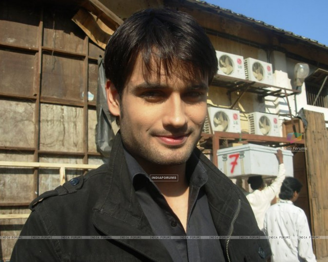 Vivian Dsena on the sets of Pyaar Kii Ye Ek Kahaani (152984) size:1280x1024