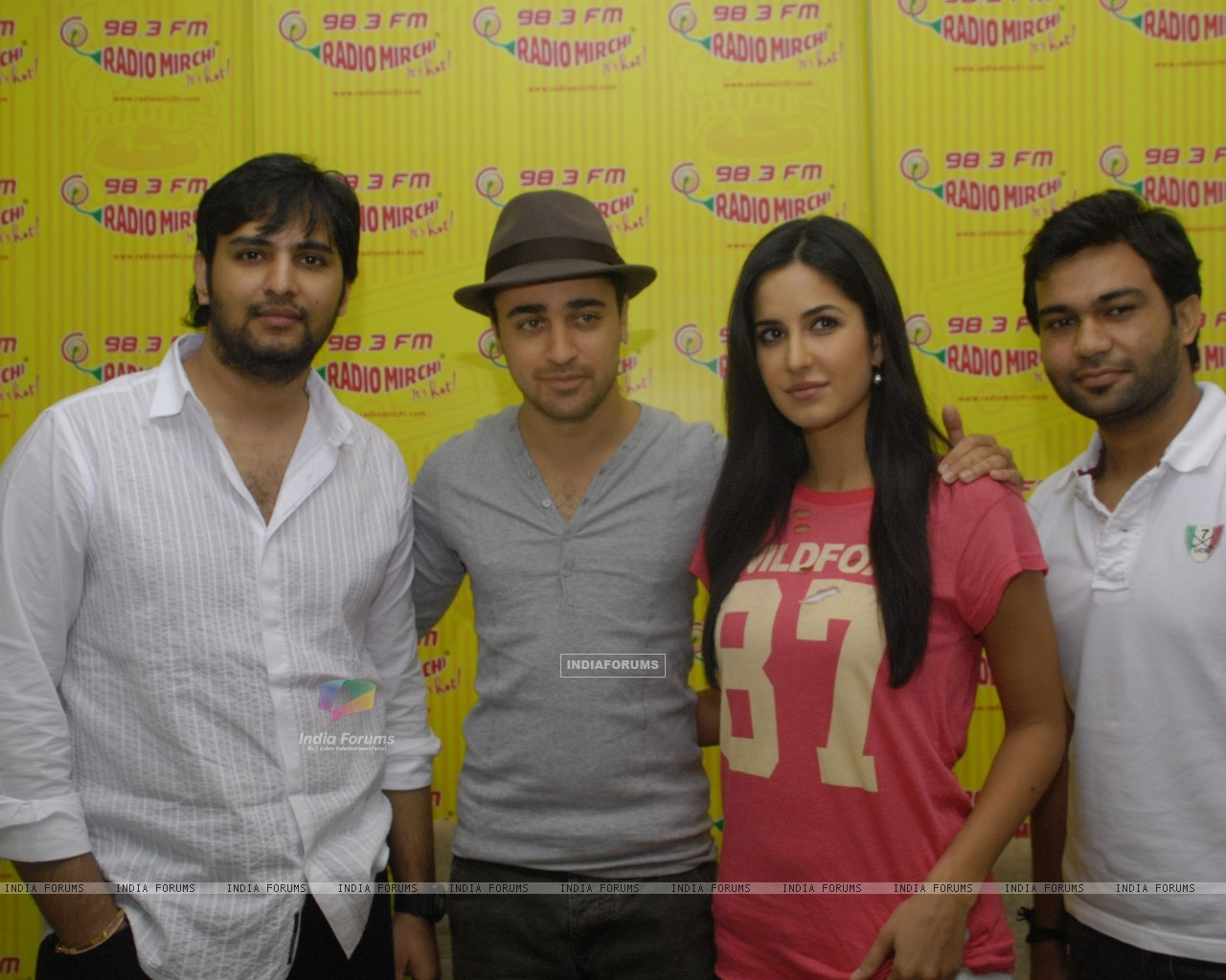 Imran and Katrina Promote MBKD at Radio Mirchi. . (153950) size:1280x1024