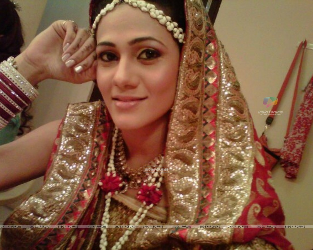 Kajal Pisal as Ishikaa Kapoor in bridal outfit (155378) size:1280x1024