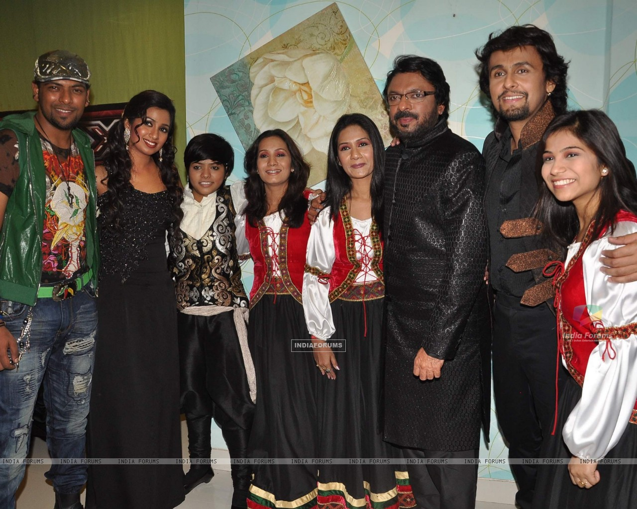 Shreya Ghoshal, Sonu Nigam and Sanjay Leela Bhansali on the sets of X Factor at Filmcity (156628) size:1280x1024