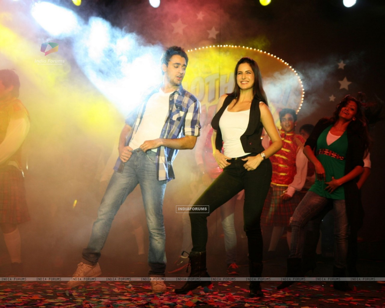 Imran and Katrina promote 'Mere Brother Ki Dulhan' at Inorbit Mall (156892) size:1280x1024