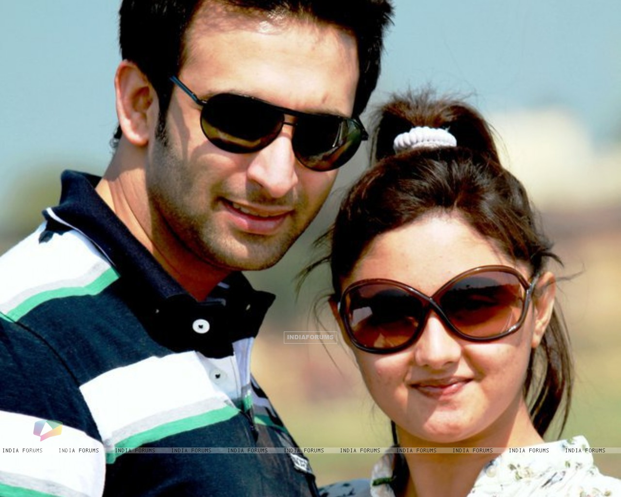 Nandish Sandhu with Rashmi Desai (157063) size:1280x1024