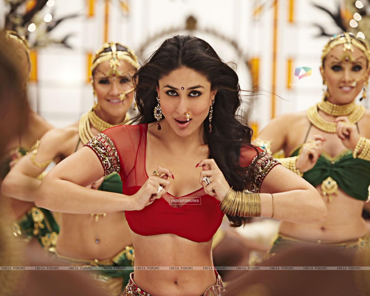 Kareena Kapoor in Ra.One movie (158776) size:1280x1024