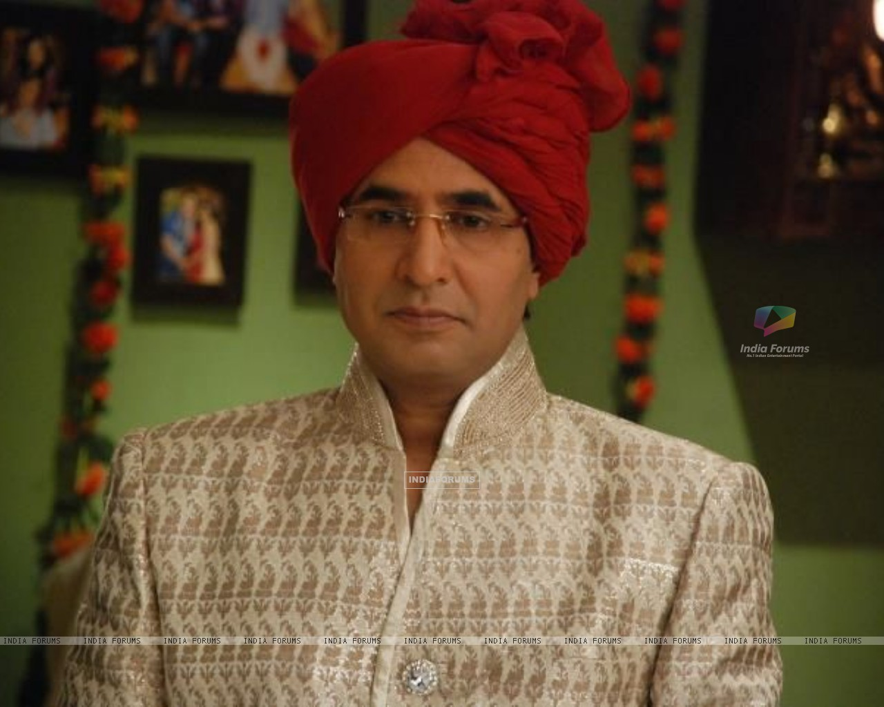 Prithvi as Sudhir Priya's father in Bade Acche Laggte Hai (158849) size:1280x1024