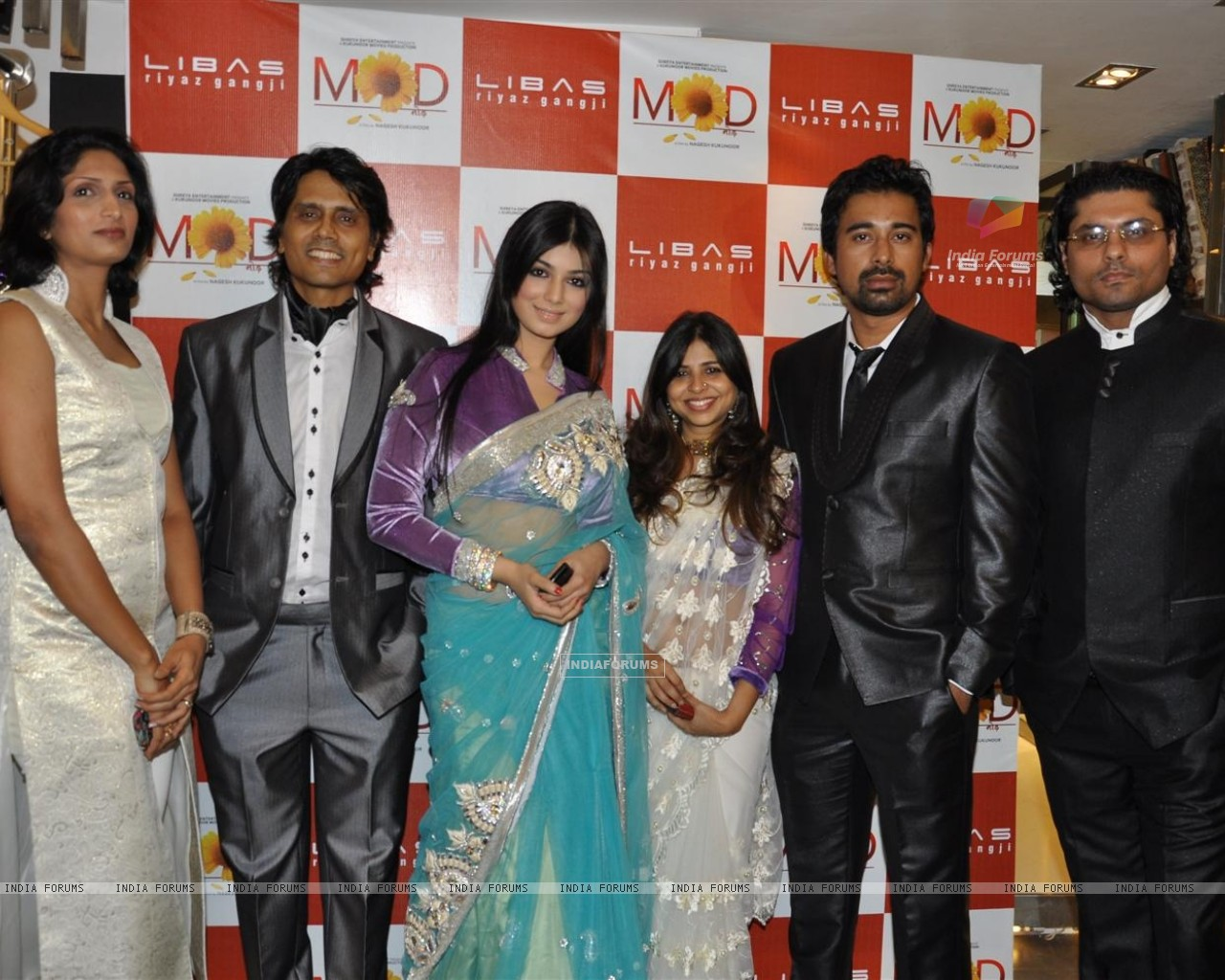 Nagesh Kukunoor, Ayesha Takia and Rannvijay Singh promote their film 'Mod' with unveiling clothes collection designer by Riyaz Gangji (159107) size:1280x1024