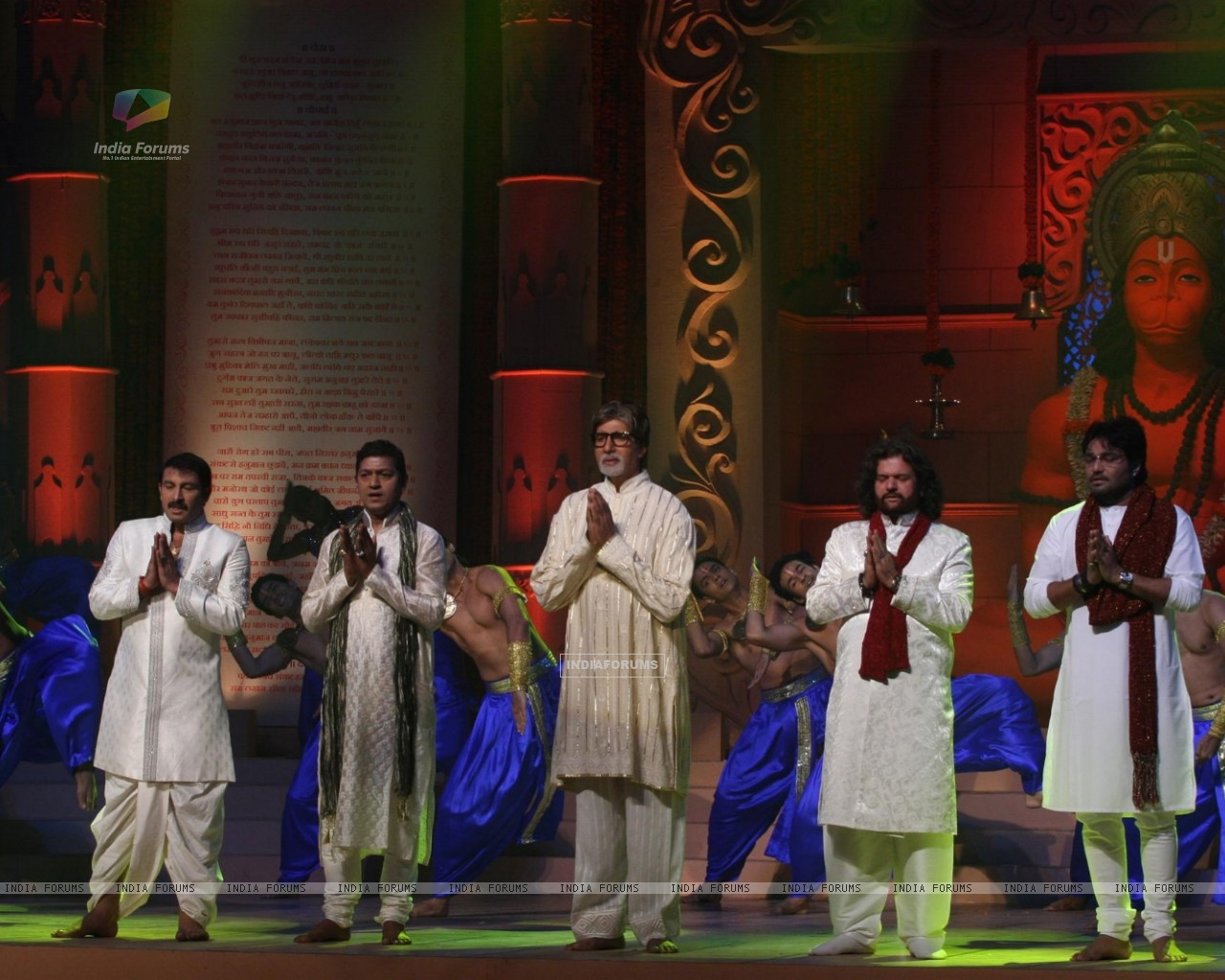 Amitabh, Manoj Tiwari, Aadesh and more performs during the launch of album 'Shri Hanuman Chalisa' (163223) size:1280x1024