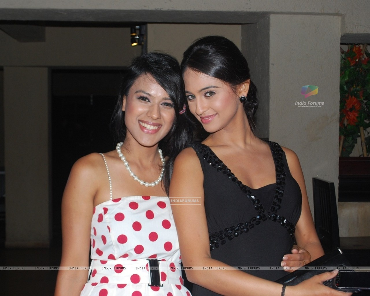 Nia Sharma and Krystle Dsouza at launch party of their show Ek Hazaaron Mein Meri Behna Hain (163396) size:1280x1024