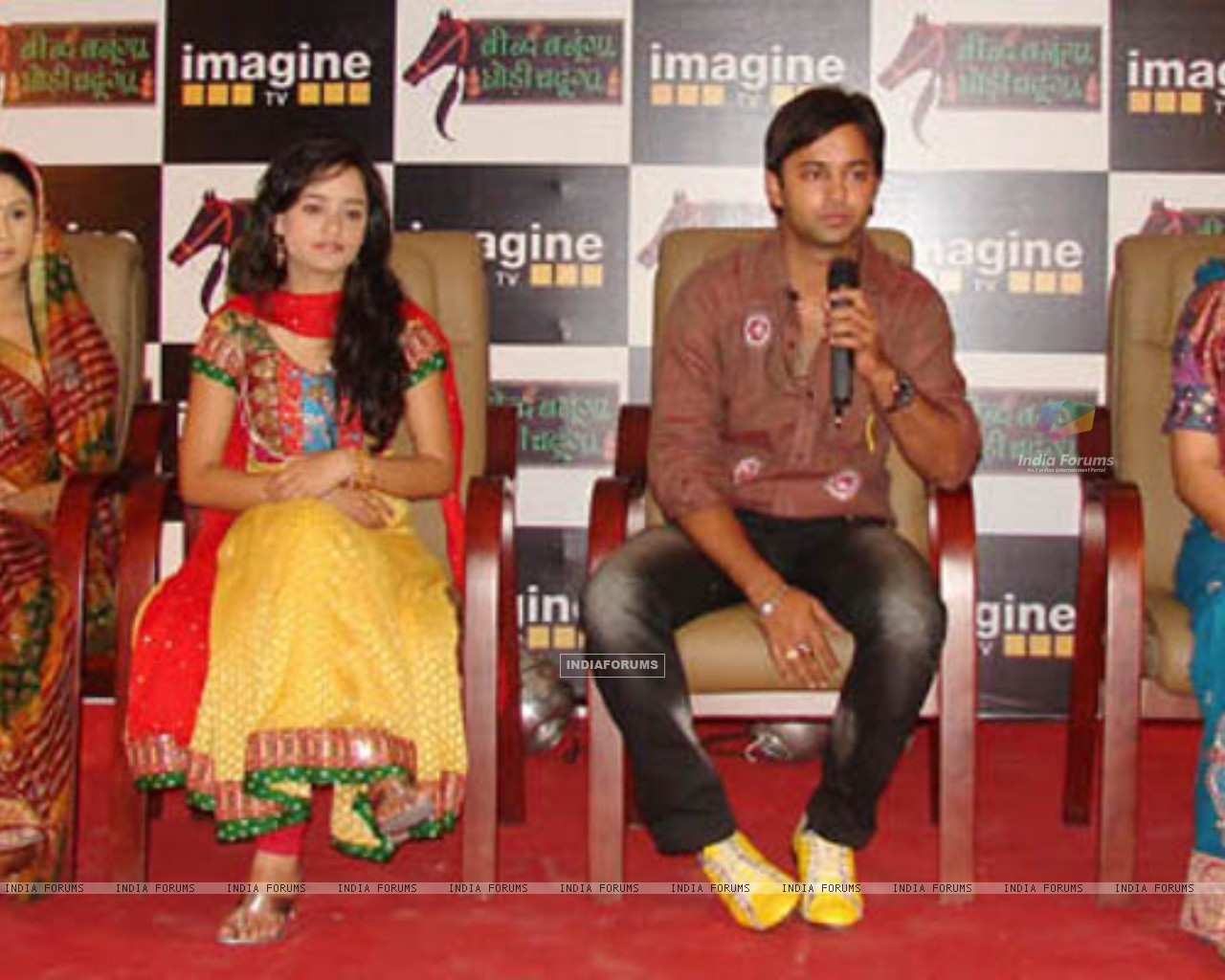 Beend Banoongaa Ghodi Chadhunga cast at an promotional event (164643) size:1280x1024