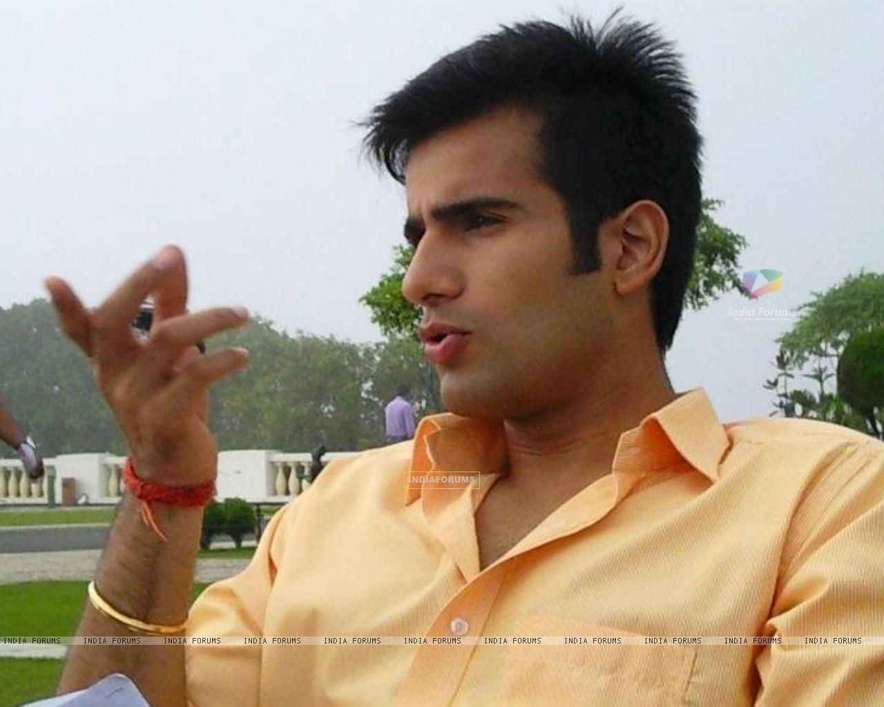 Karan Tacker on the sets of Ek Hazaaron Mein Meri Behna Hain (164706) size:1280x1024