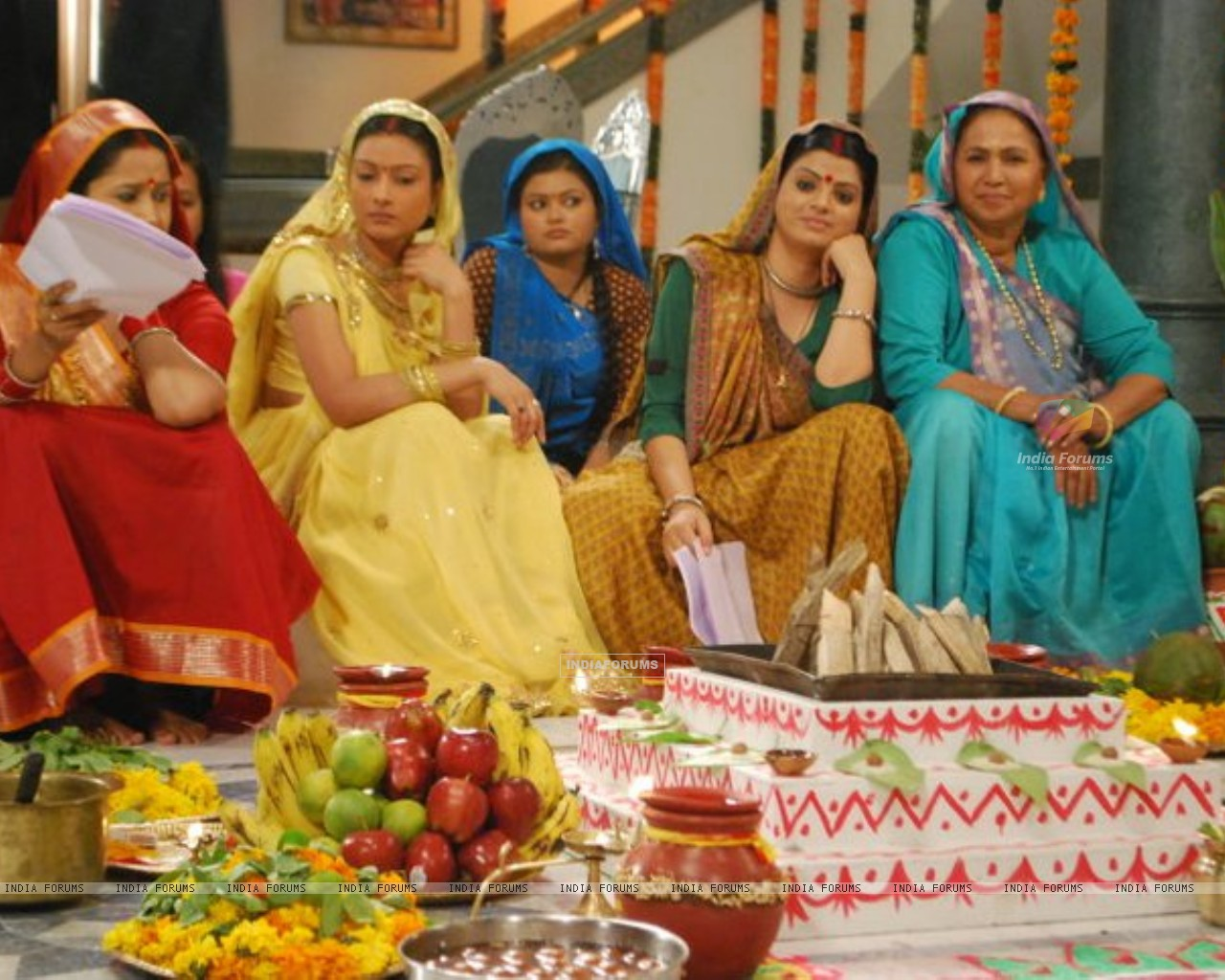 Pratigya ladies waiting for shoot (165247) size:1280x1024