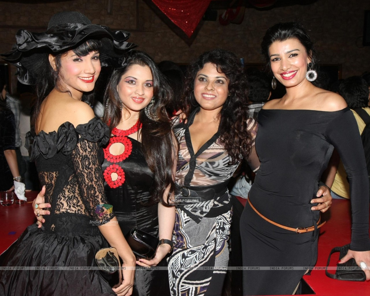 Mink Brar grace Rohit Verma's birthday bash with fashion show 'Hare' at Novotel (168333) size:1280x1024