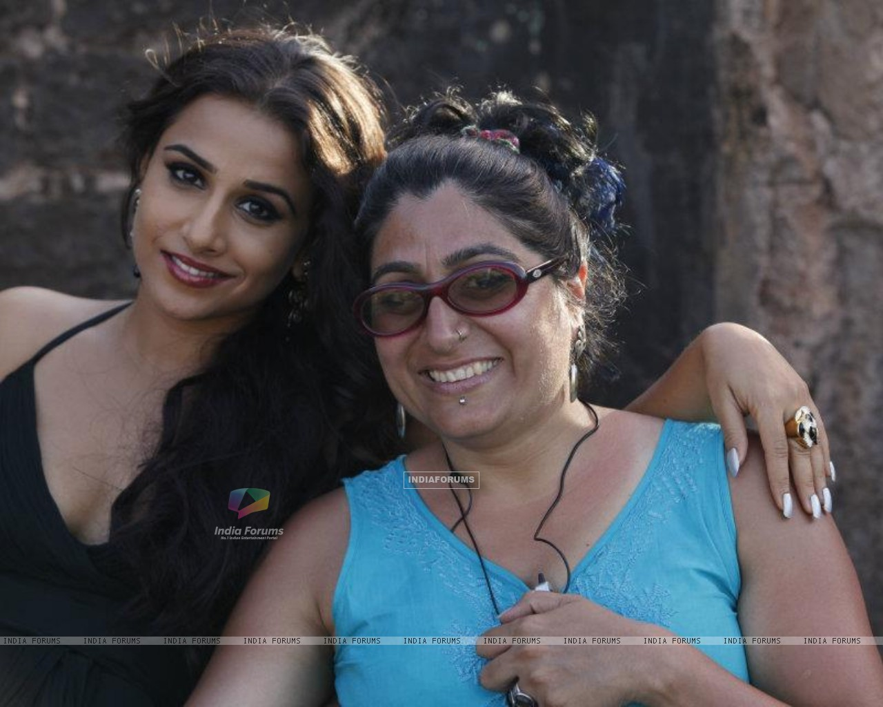Vidya behind scenes of The Dirty Picture (168639) size:1280x1024