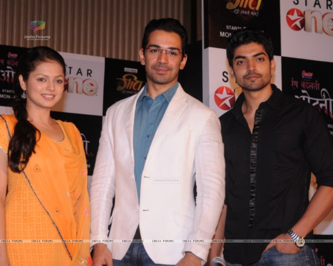 Drashti, Gurmeet and Abhinav at press conference of Geet (171753) size:1280x1024