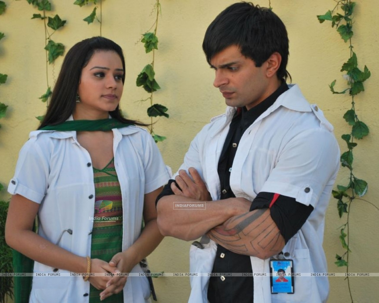 Still image of Dr. Armaan and Dr. Riddhima (172053) size:1280x1024