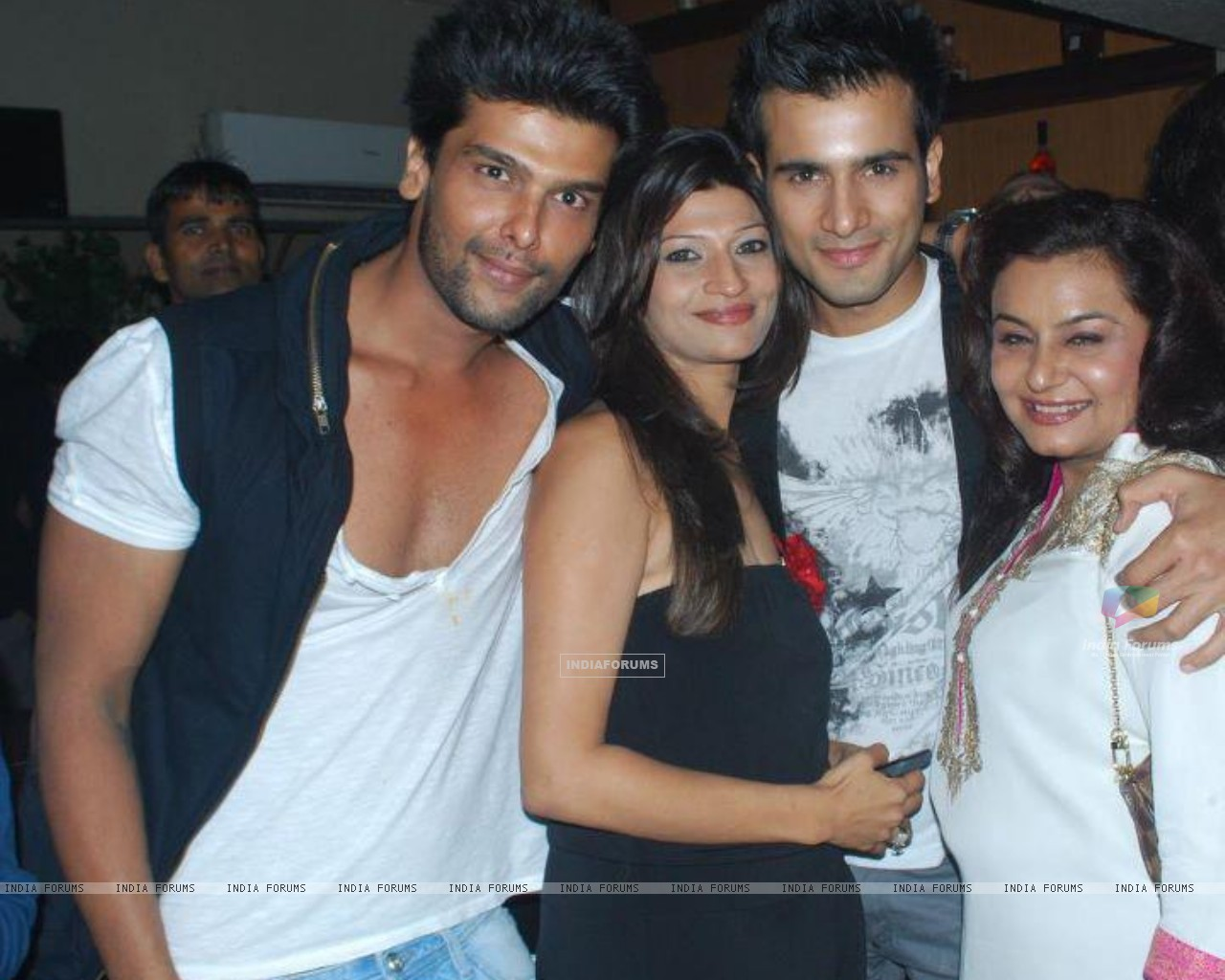 Karan Tacker , Kushal Tandon and Divyajyotee Sharma at Ek Hazaron Mein Meri Behna Hai launch party (172789) size:1280x1024