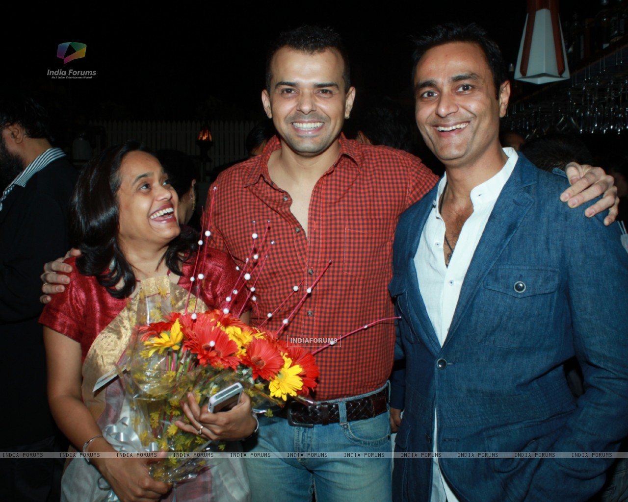 Sashi, Prashant Bhatt and Sumeet Mittal at 100th episode success party of tvshow 'Diya Aur Baati Hum (178531) size:1280x1024