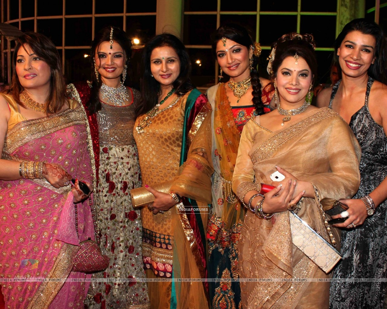 Mink, Poonam, Akruti, Kavita grace Deepshikha Nagpal wedding reception in Mumbai (180070) size:1280x1024
