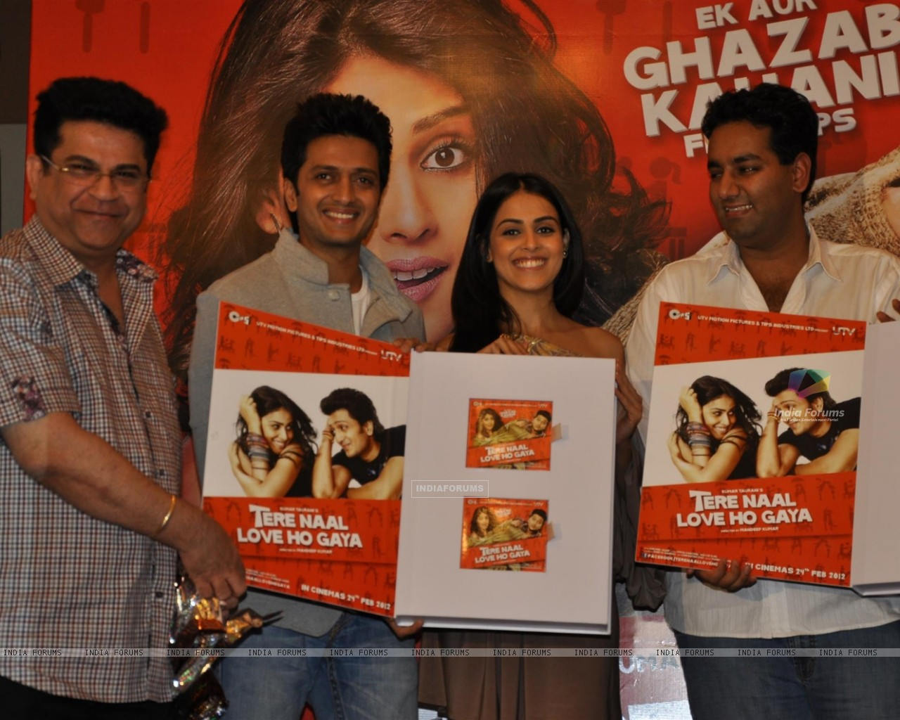 Ritesh Deshmukh & Genelia Dsouza during the music launch of film Tere Naam Love Ho Gaya in Mumbai (180361) size:1280x1024