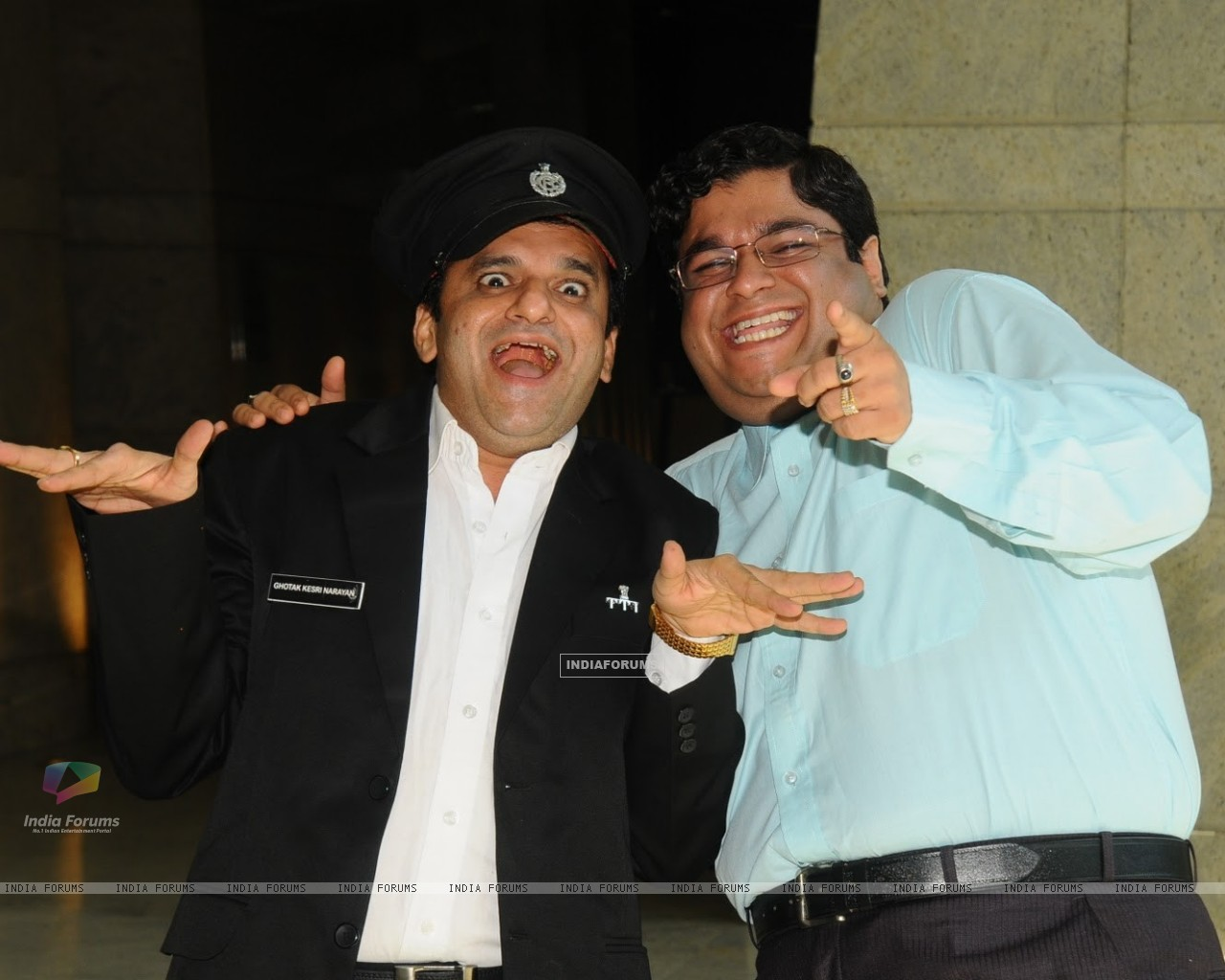 Sumit and Paresh as Gaumukh and Ghotak Narayan in Chidiya Ghar (180890) size:1280x1024