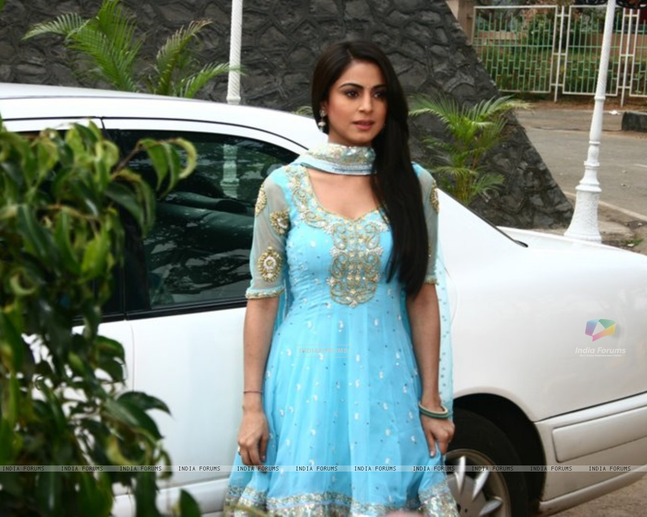 Shraddha Arya on the sets of Main Lakshmi Tere Aagan Ki (182219) size:1280x1024
