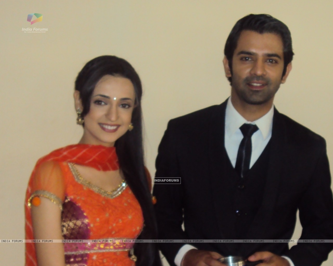 Barun and Sanyaa on the sets of Iss Pyar Ko Kya Naam Doon. (183224) size:1280x1024