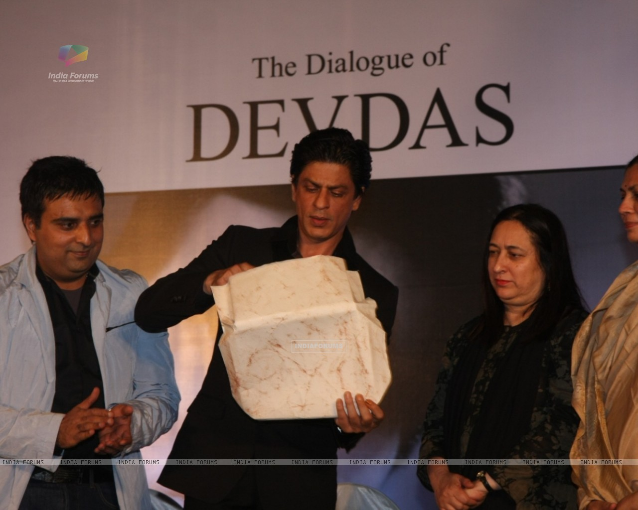 Shah Rukh Khan at Launch of Devdas dialogue book at Mehboob Studios in Bandra, Mumbai (183619) size:1280x1024