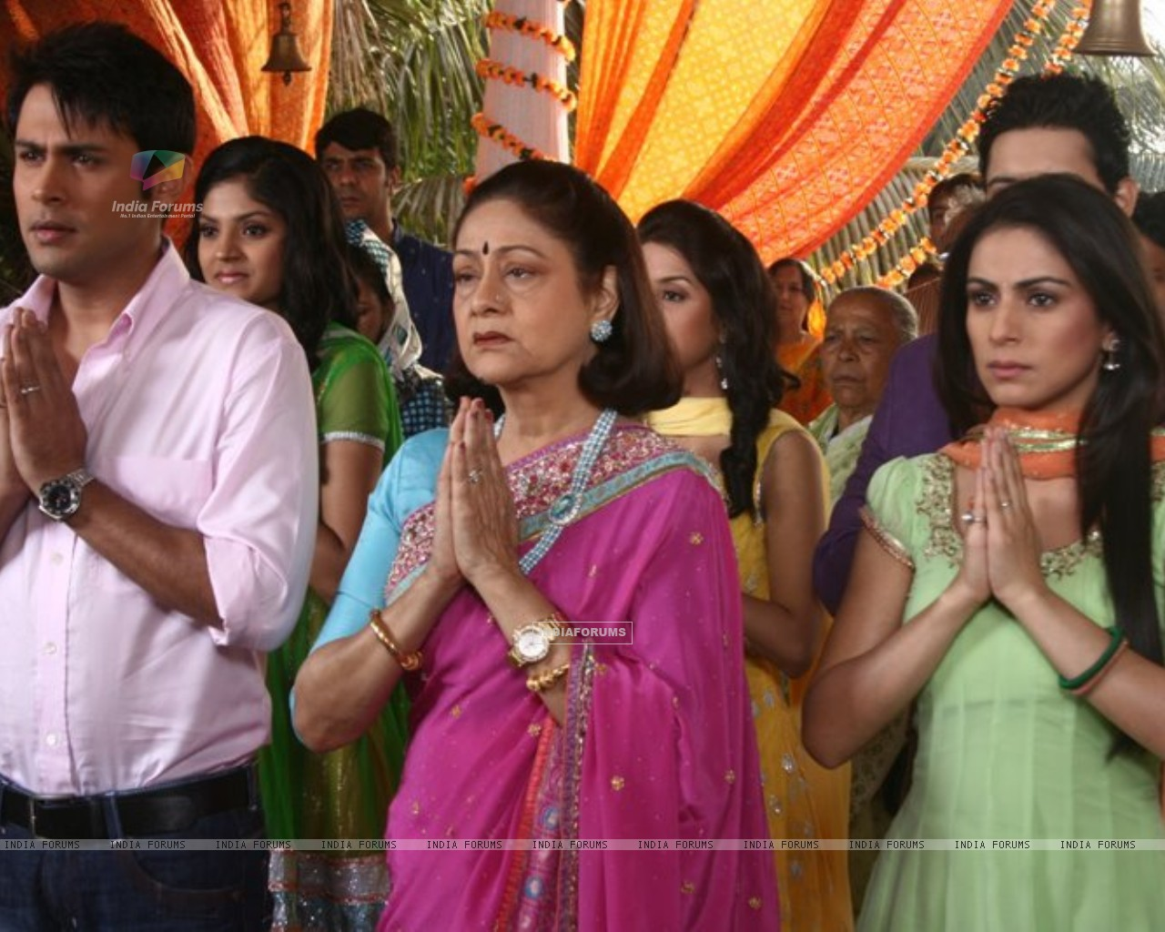Main Lakshmi tere angan Ki Still image with Sudeep, Shraddha and Aroona irani. (185270) size:1280x1024