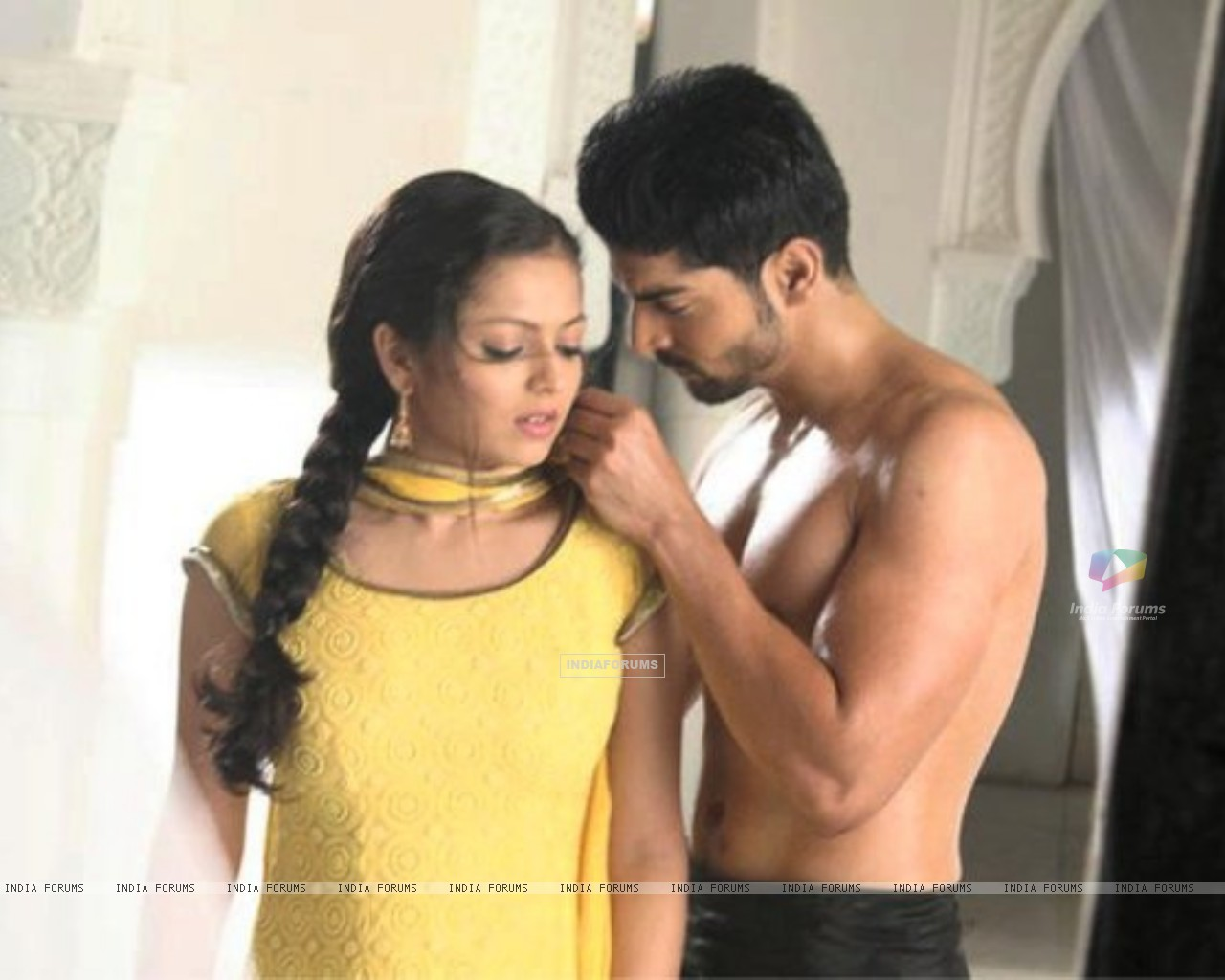 Drashti Dhami as Geet & Gurmeet Choudhary as Maan in promo making (186664) size:1280x1024