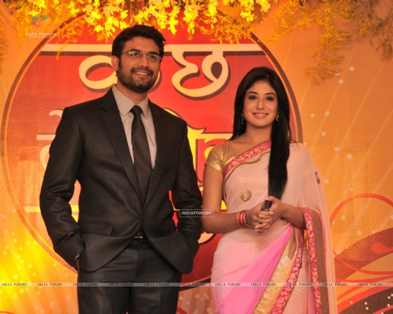 Kritika Kamra & Sharad Kelkar at the Press Conference to introduce Sharad Kelkar as new Dr.Ashutosh. (188880) size:1280x1024