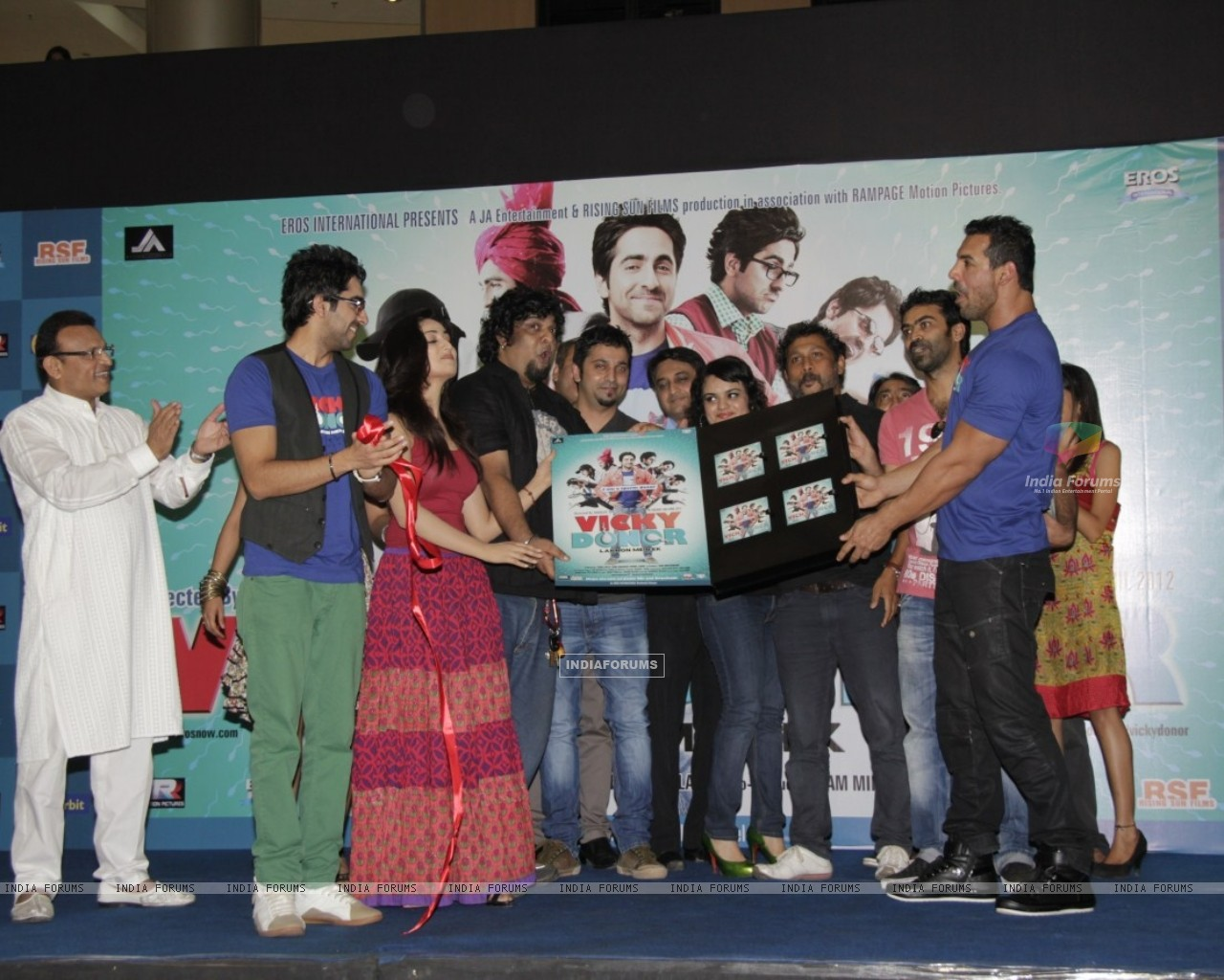 John Abraham, Yami Gautam, Ayushmann at Film Vicky Donor music launch (191324) size:1280x1024