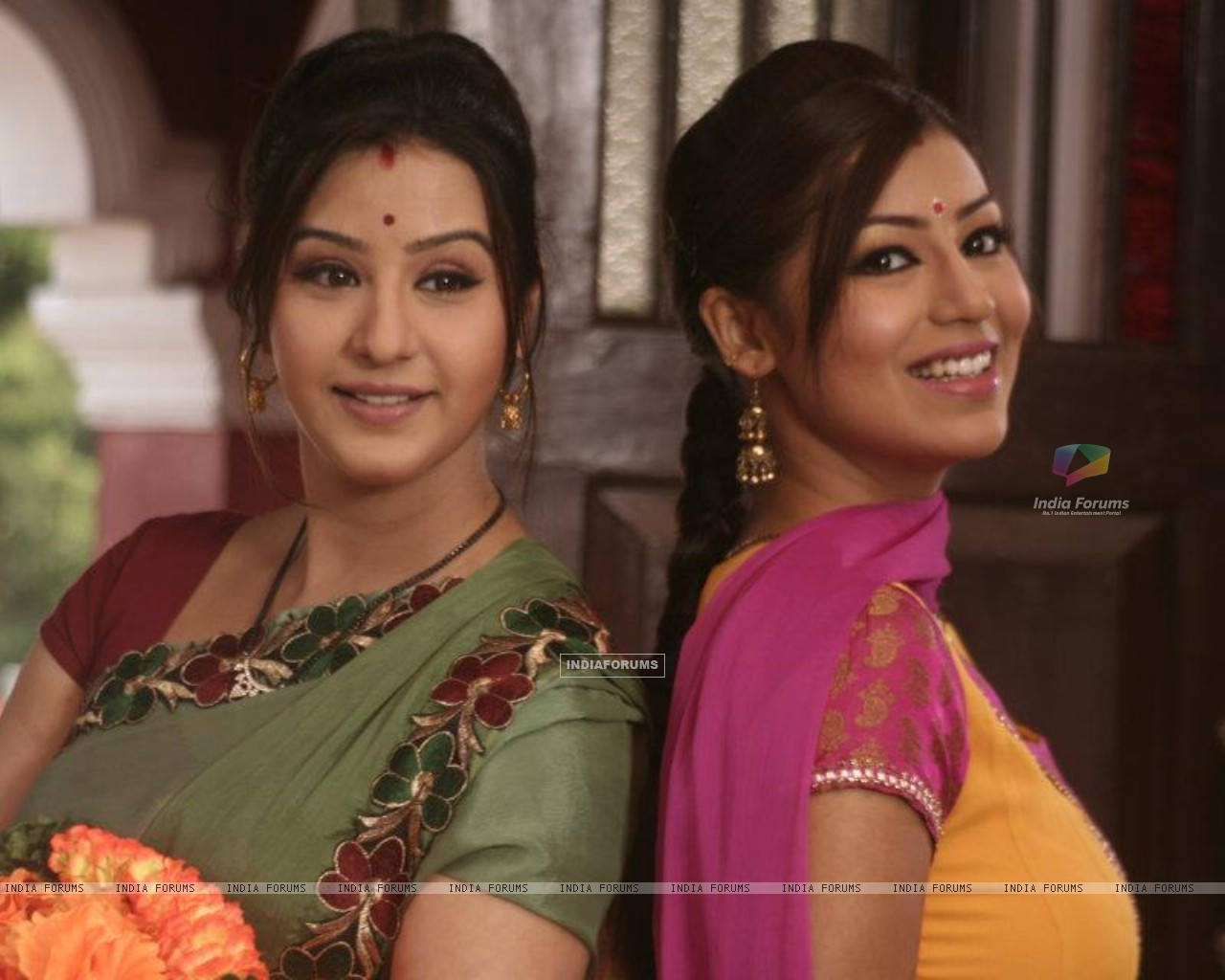 Debina Bonnerjee and Shilpa Shinde as Mayuri and Koel in Chidiya Ghar (191426) size:1280x1024