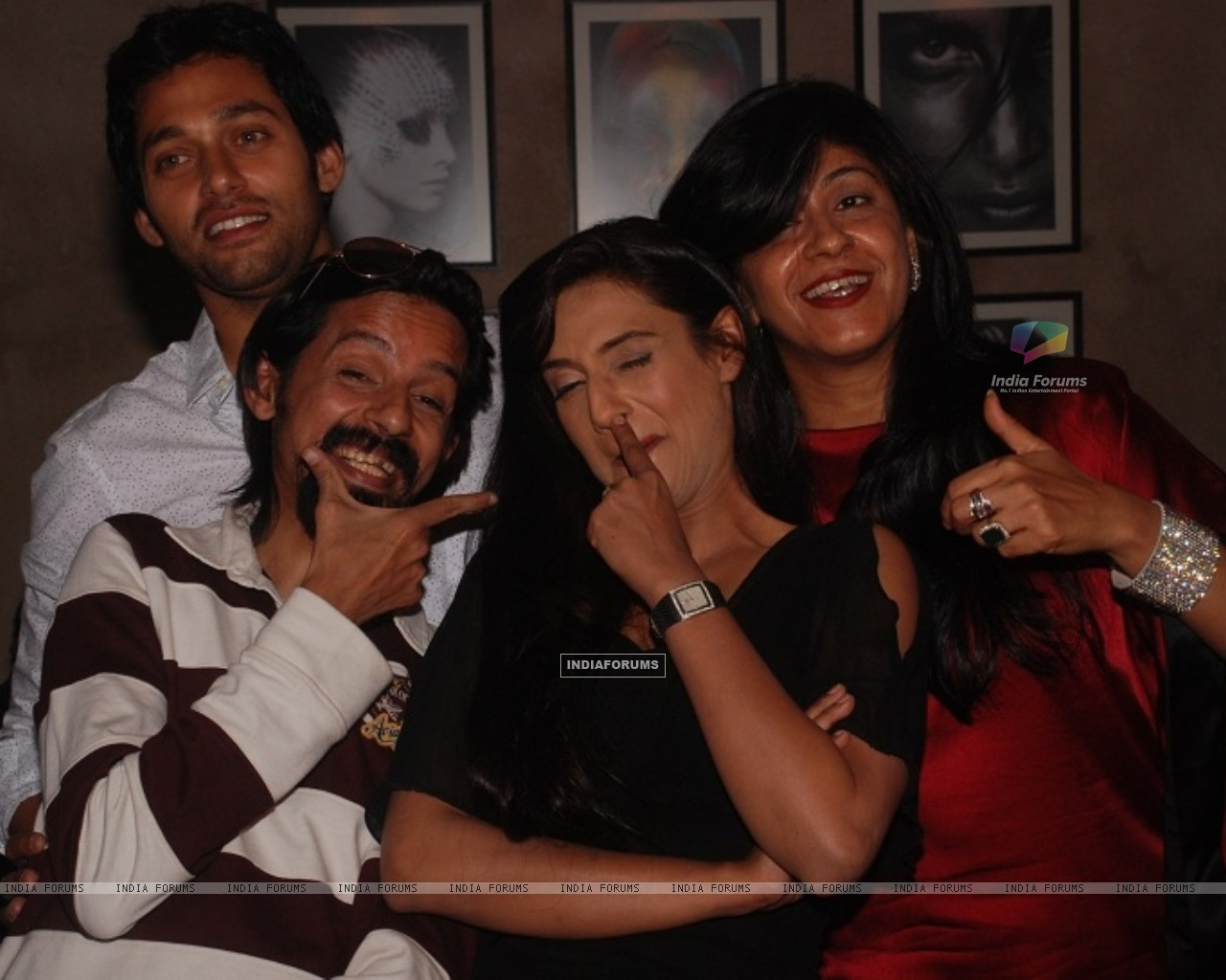 Rati Pandey, Sumit Vats, Ila Bedi Dutta at celebration of 100 episodes of Hitler Didi (191552) size:1280x1024